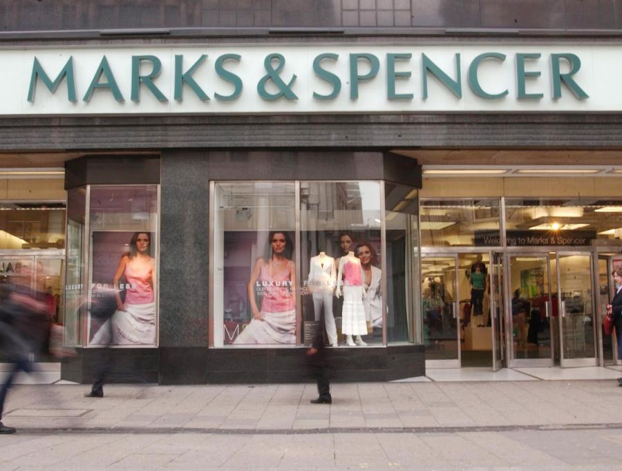 Prezes brytyjskiej sieci sklepów Marks & Spencer, Stuart Rose, zgodził się na zredukowanie o 25 proc. jego rocznych zarobków, to jest kwoty będącej równowartością 1,29 miliona euro