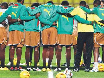Piłkarze Kamerunu w strojach Pumy. Niemiecki koncern stawia na ekspansję w Afryce – sponsoruje 15 afrykańskich drużyn narodowych Fot. AFP