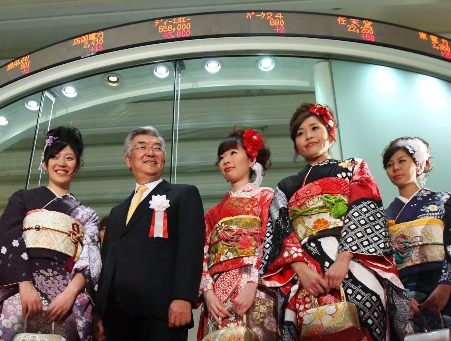 Giełda Tokyo Stock  Exchange, 2 od lewej strony jej prezes Atsushi Saito