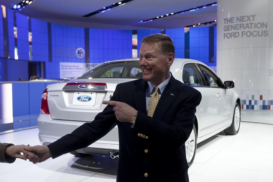 Prezes zarządu Ford Motor Company Alan Mulally podczas targów 2010 North American International Auto Show w Detroit