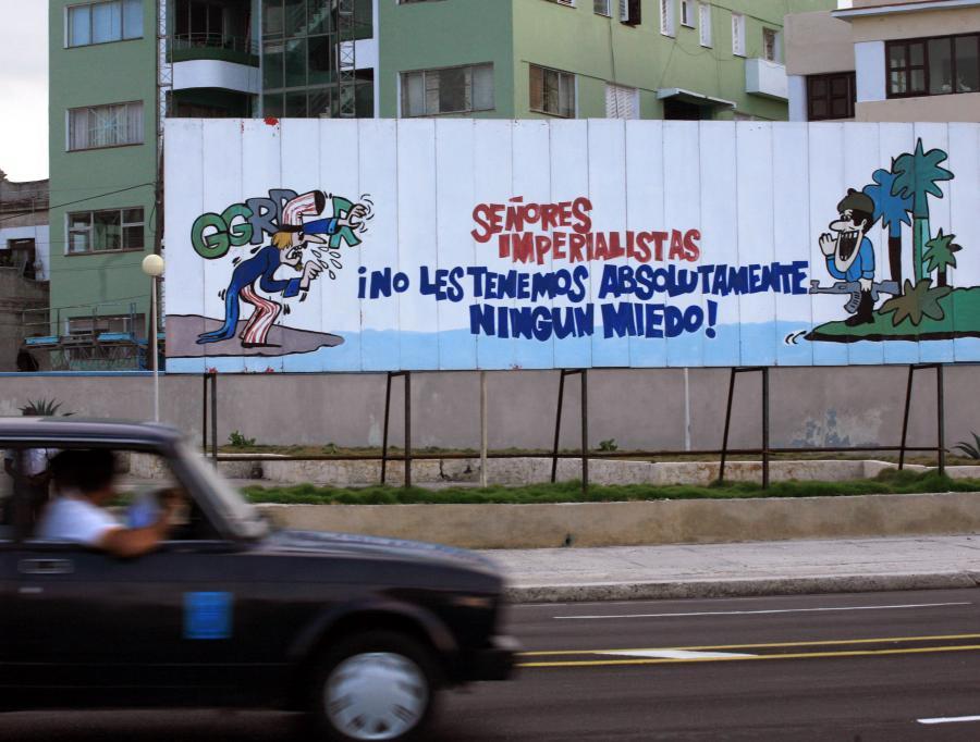 Panowie Imperialiści, nie boimy się was ani trochę - rysunek na murze przed Sekcją Interesów USA w Hawanie na Kubie