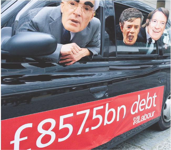 Za rządów Partii Pracy brytyjski dług publiczny wzrósł do poziomu 857,5 mld funtów Fot. PAP/EPA