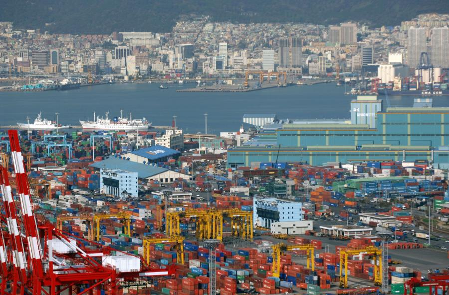 Obecnie jednak, 5 największy port przeładunkowy na świecie w Pusan podobnie jak inne ośrodki miejskie, zajmujące się międzykontynentalnym transportem dóbr, przeżywają nawet dwucyfrowy wzrost ruchu
