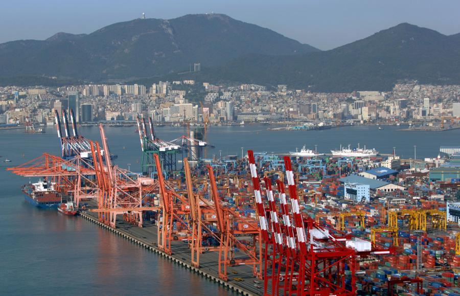 Największy port w Południowej Korei, należący do metropolii miejskiej Pusan zmaga się dzisiaj z zupełnie innym problemem niż jeszcze rok temu