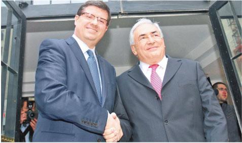 Prezes NBP i dyrektor MFW Dominique Strauss-Kahn Fot. Bartłomiej Zborowski/PAP