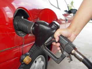 Szykują się gwałtowne wzrosty cen paliw. fot. Bloomberg