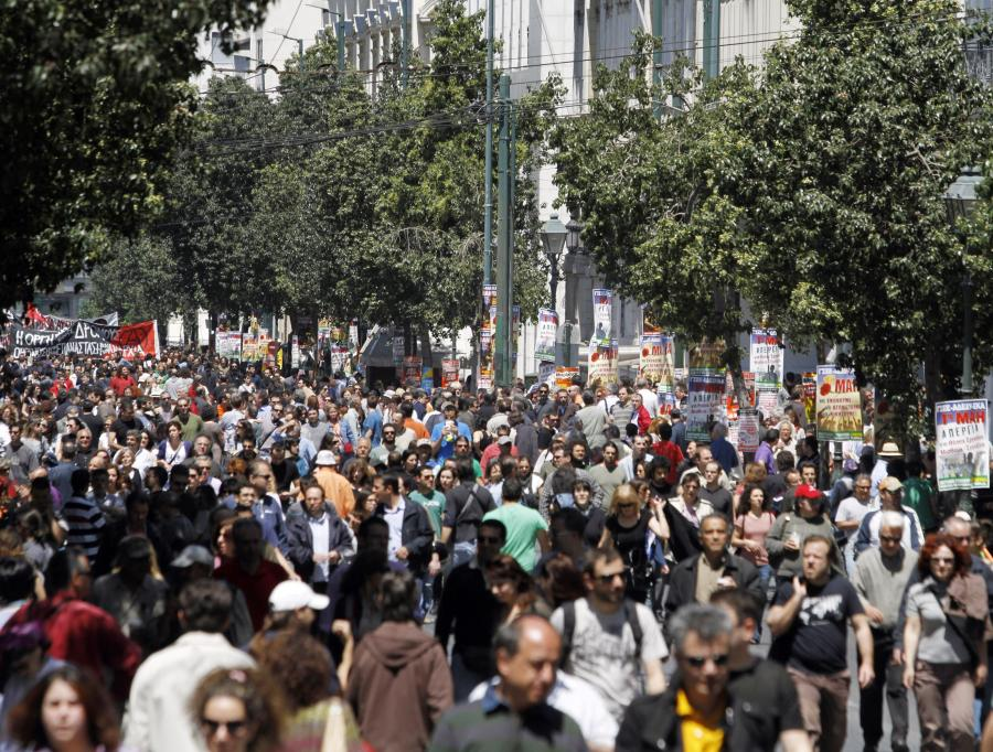 Miejski transport w Atenach funkcjonował w czwartek z dużymi przerwami w ramach protestu pracowników przeciwko rządowym planom oszczędnościowym, a szczególnie projektom ustaw mających na celu likwidację umów zbiorowych.