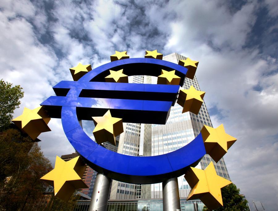 Symbol euro przed siedzibą EBC