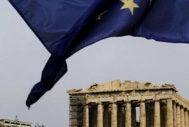 Flaga Unii Europejskiej powiewa nad Akropolem