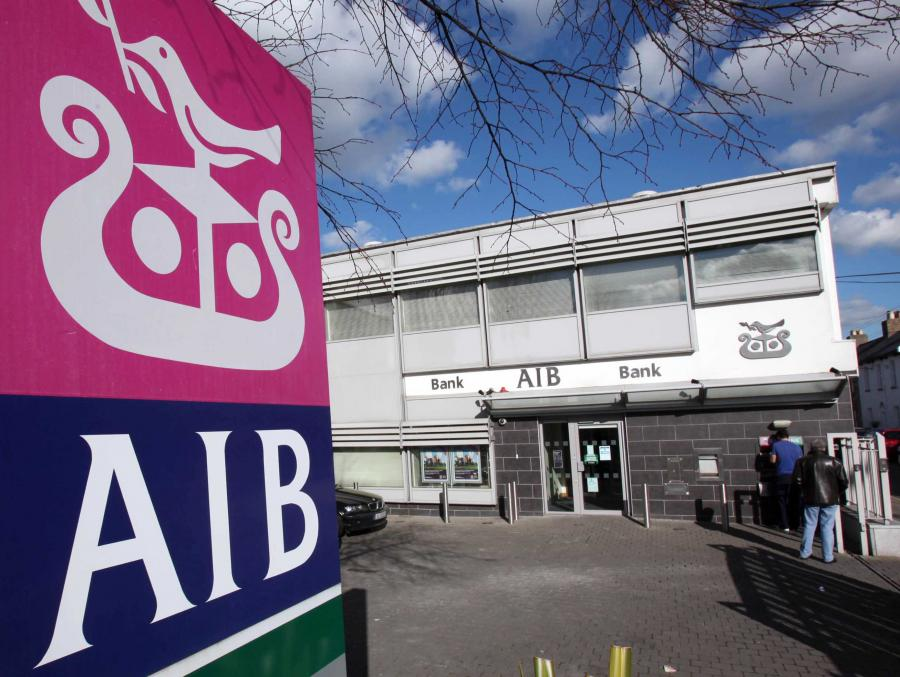 Bank Allied Irish (AIB) został w czwartek faktycznie znacjonalizowany. Sąd na posiedzeniu za zamkniętymi drzwiami zgodził się, by rząd wpompował w niego dalsze 3,7 mld euro z pieniędzy podatników.
