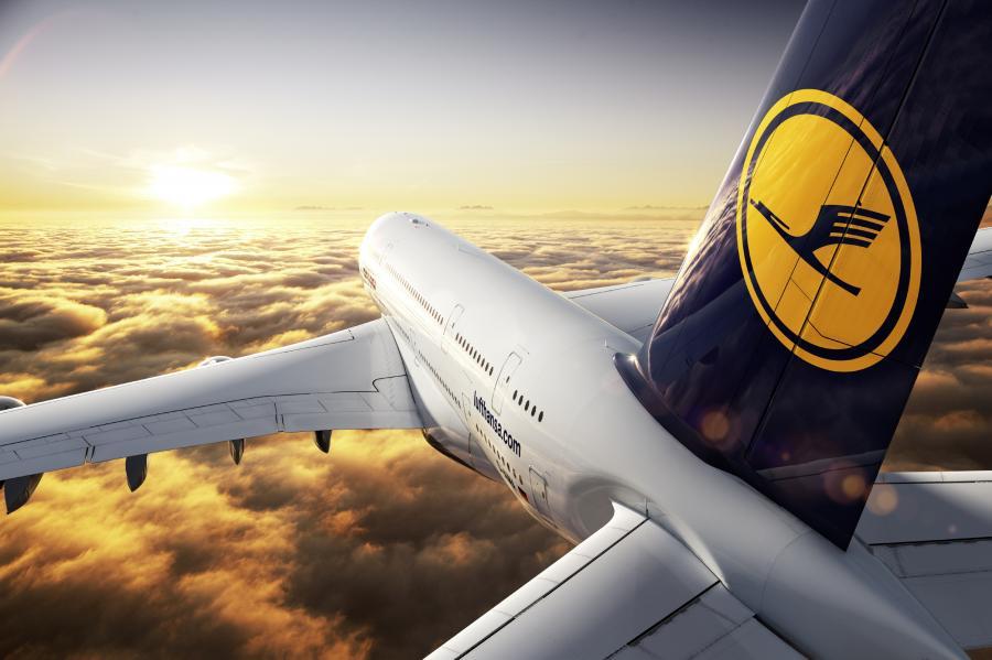 Problemy z podwoziem sprawiły, że Lufthansa wstrzymała lot A380 z Frankfurtu nad Menem do Tokio - poinformował w poniedziałek rzecznik tych niemieckich linii lotniczych Peter Schneckenleitner. © Photographer: Jens Görlich - © CGI: MO CGI GbR