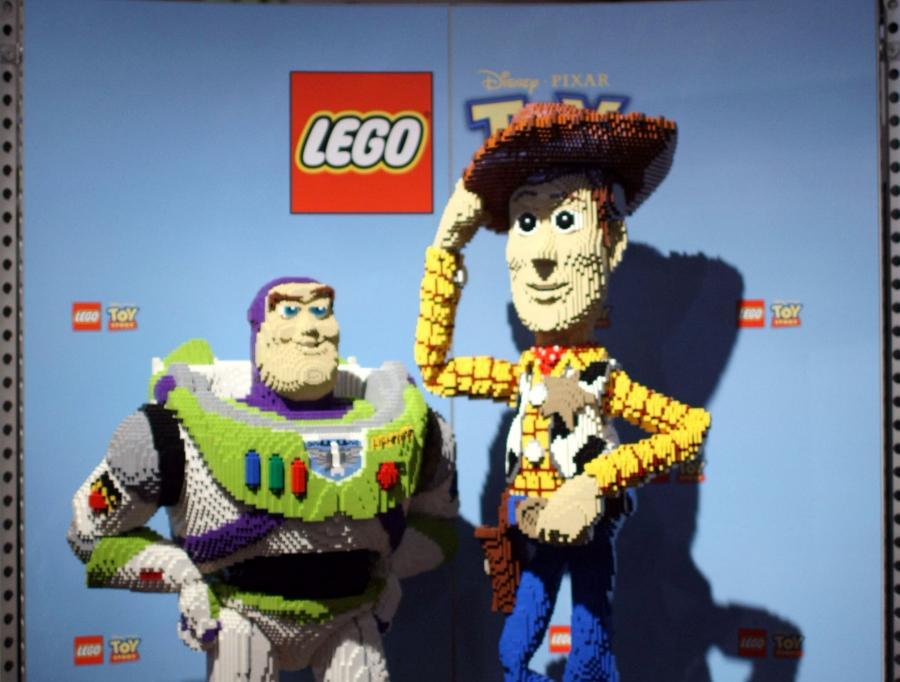 """Postaci z filmu """"Toy Story 3"""" zrobione z klocków Lego"""