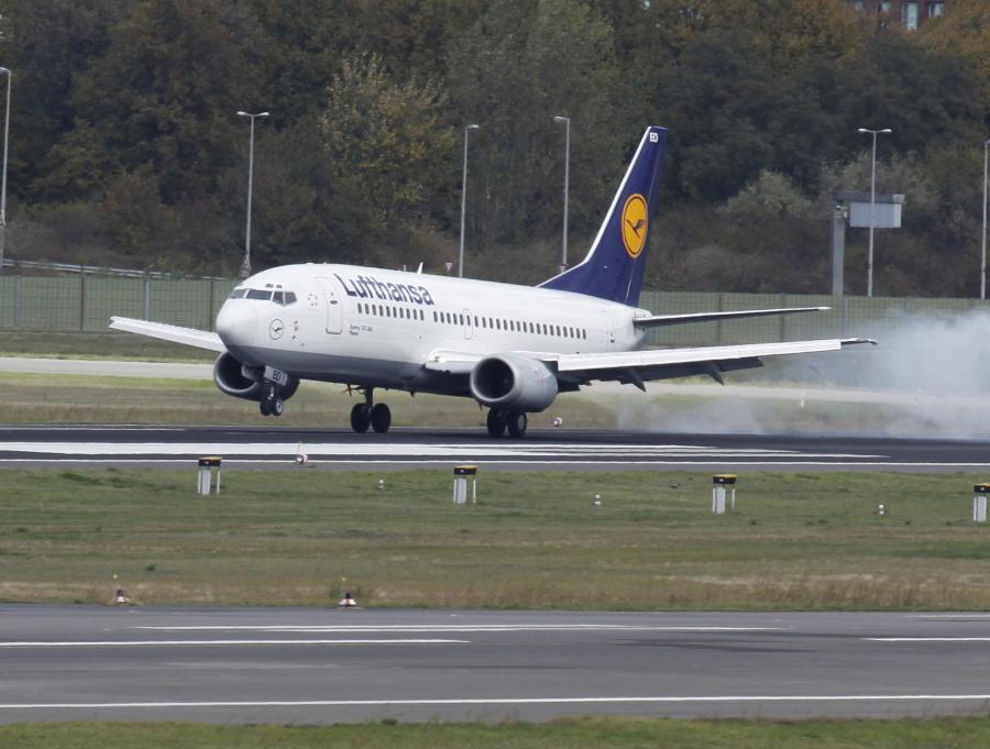 Linie Eurowings, które są partnerem Lufthansy, poinformowały, że strajkuje 140 z ich 305 pilotów.
