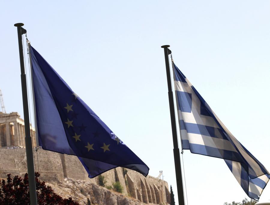 recki rząd przedstawił w czwartek w parlamencie projekt budżetu na przyszły rok z dalszymi cięciami wydatków, obiecując zmniejszenie deficytu z zakładanych na ten rok 9,4 proc. do 7,4 proc. PKB. Oszczędności idą dalej, niż wynika z porozumienia z UE i MFW.