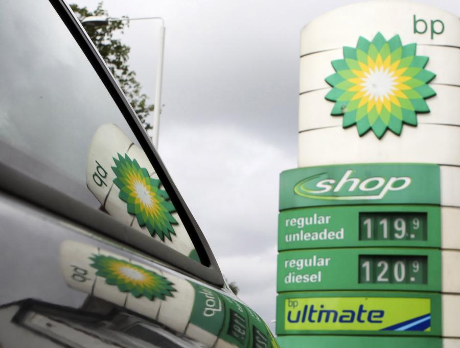 Stacje znanych marek mają średnio 14 procent marży, niezależne – tylko 7. Te pierwsze mogą liczyć na duże upusty przy zakupie paliwa, dzięki czemu zarabiają więcej.