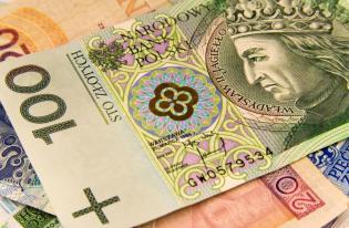 Dopłatę podatku PIT można sfinansować kredytem gotówkowym albo kartą kredytową