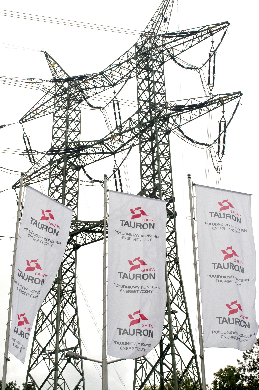 Flagi spółki Tauron w Będzinie