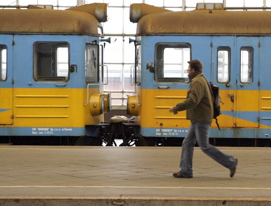 Minister infrastruktury Cezary Grabarczyk, który w czasie swojego piątkowego wystąpienia w Sejmie kilkukrotnie przepraszał pasażerów za chaos na kolei, oświadczył, że zima nie usprawiedliwia braku troski o nich. Ocenił, że sytuacja na kolei nadal nie jest zadowalająca.