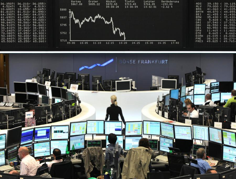 Większość europejskich indeksów zakończyła poniedziałkową sesję na lekkim minusie. Nastroje inwestorów popsuła decyzja Moodys o obniżce ratingu Węgier. Indeks BUX należał dziś do najsłabszych na naszym kontynencie.