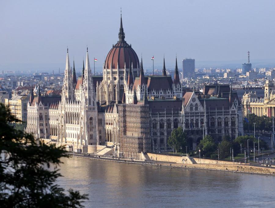 Efektywność energetyczna i bezpieczeństwo energetyczne mają być priorytetami węgierskiej prezydencji w UE - poinformował w poniedziałek w Budapeszcie dziennikarzy wiceminister rozwoju narodowego Ivan Kovacs. Węgry obejmują prezydencję w Unii 1 stycznia 2011 r.