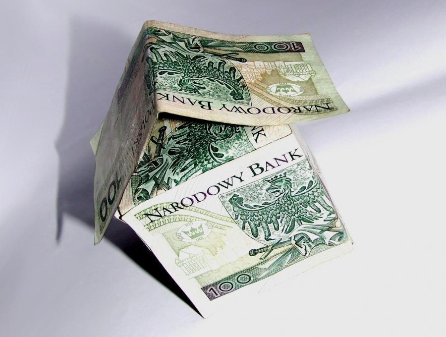 Domek z banknotów, źródło: sxc.hu, autor: TrupHC
