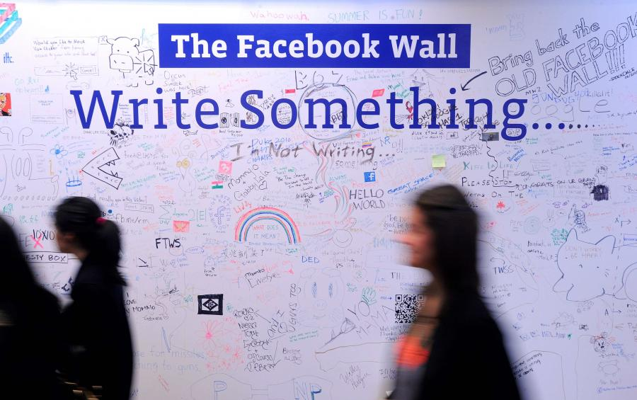 Z nieoficjalnych informacji, do których dotarła agencja Bloomberg, wynika, że obroty Facebooka sięgną w kończącym się roku 2 mld dol.