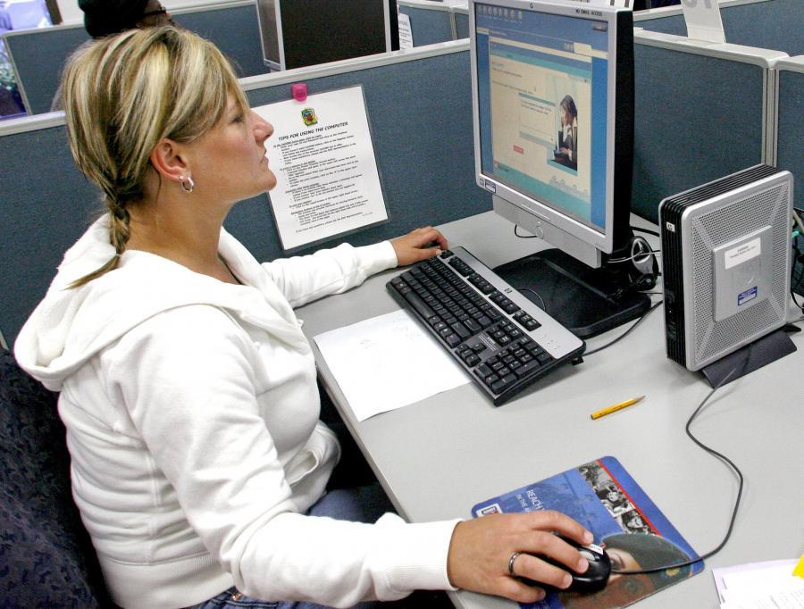 Liczba wolnych miejsc pracy w podmiotach zatrudniających jedną lub więcej osób na koniec III kwartału 2010 r. wynosiła 67,8 tys.