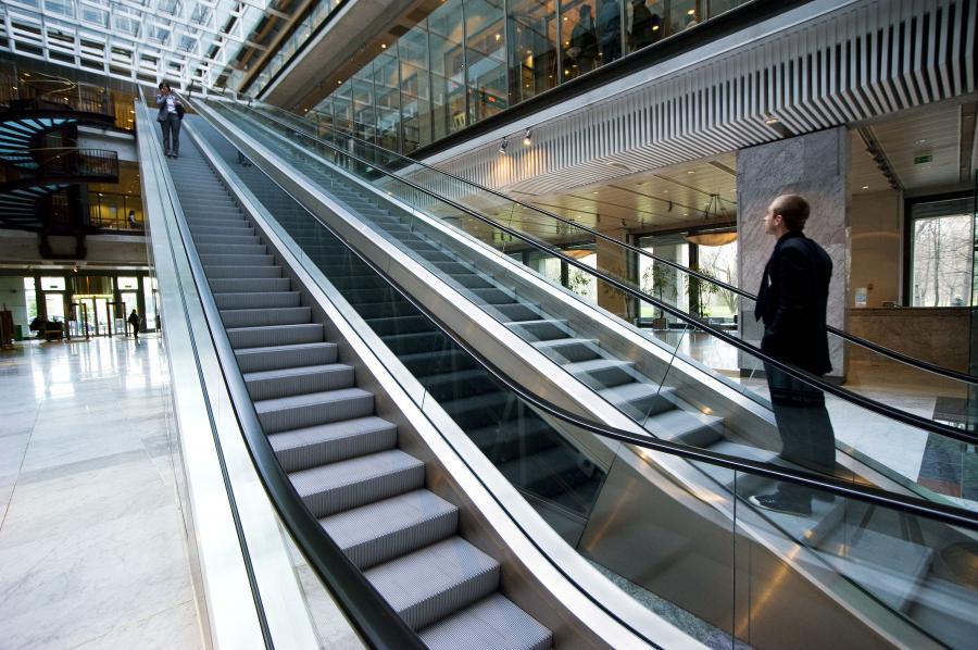 ońcowy fixing przyniósł niespodziewany wzrost indeksu największych spółek o 0,17 proc. do 2.774,61 pkt.