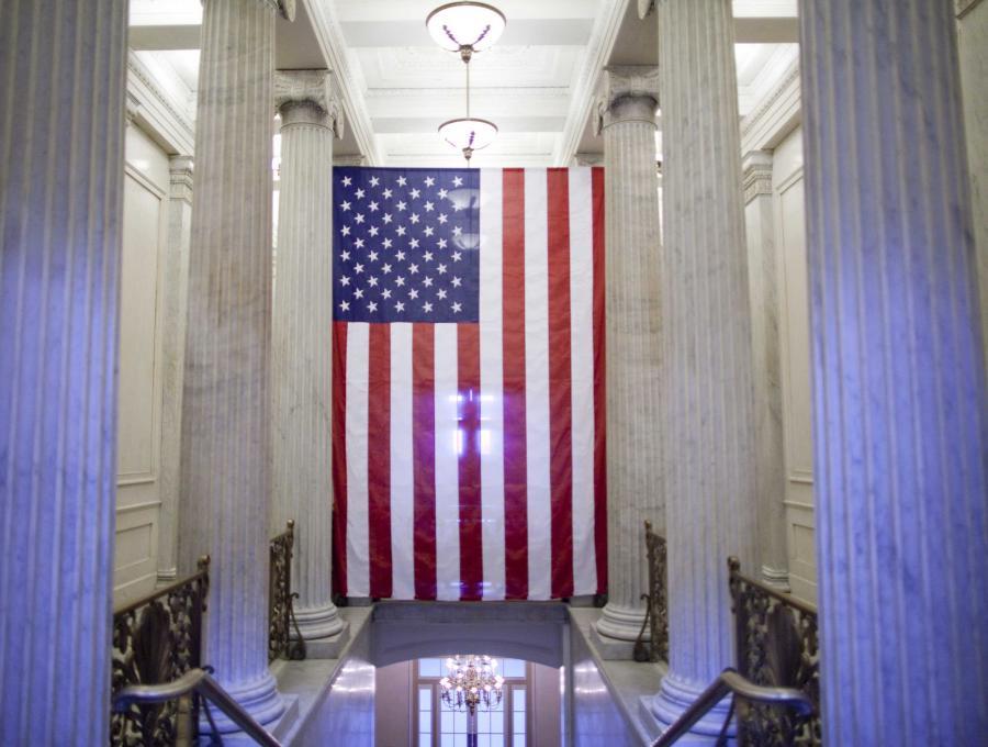 Amerykański Senat, mimo obiekcji ze strony niektórych Demokratów, zaakceptował w poniedziałek kompromis podatkowy zawarty pomiędzy Białym Domem a Republikanami mający chronić ulgi podatkowe uchwalone jeszcze za rządów prezydenta Georgea W. Busha.