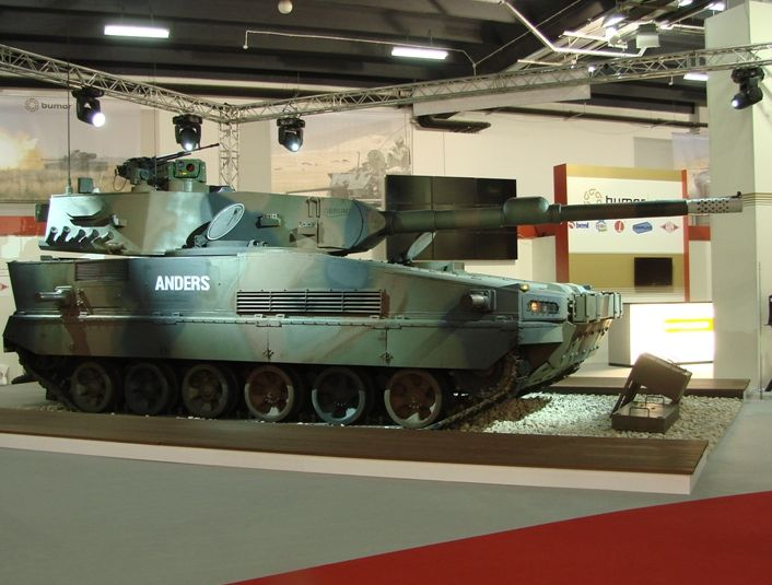 Czołg Anders, widok z boku,  Międzynarodowy Salon Przemysłu Obronnego w Kielcach, fot. mat. prasowe Bumaru.