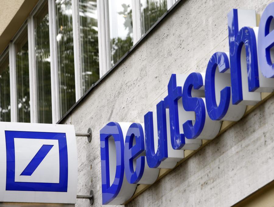 Deutsche Bank przeprowadzi pełną integrację sieci sprzedaży do końca I kwartału przyszłego roku, poinformował bank w komunikacie. Klienci detaliczni oraz mikrofirmy będą obsługiwani w 169 oddziałach na terenie całego kraju, a marka i logo db kredyt zniknie z rynku.