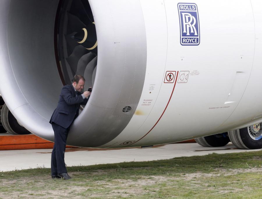 Airbusy A380, w których silnikach stwierdzono wycieki oleju, będą przejściowo wyposażane w nowe jednostki napędowe - poinformowała AP, powołując się na anonimowego przedstawiciela bliżej niesprecyzowanej agendy, nadzorującej lotnictwo.