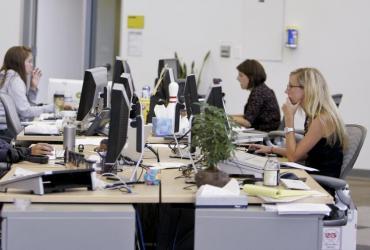 Pracownicy Facebooka w siedzibie zarządu firmy w Palo Alto w Kalifornii