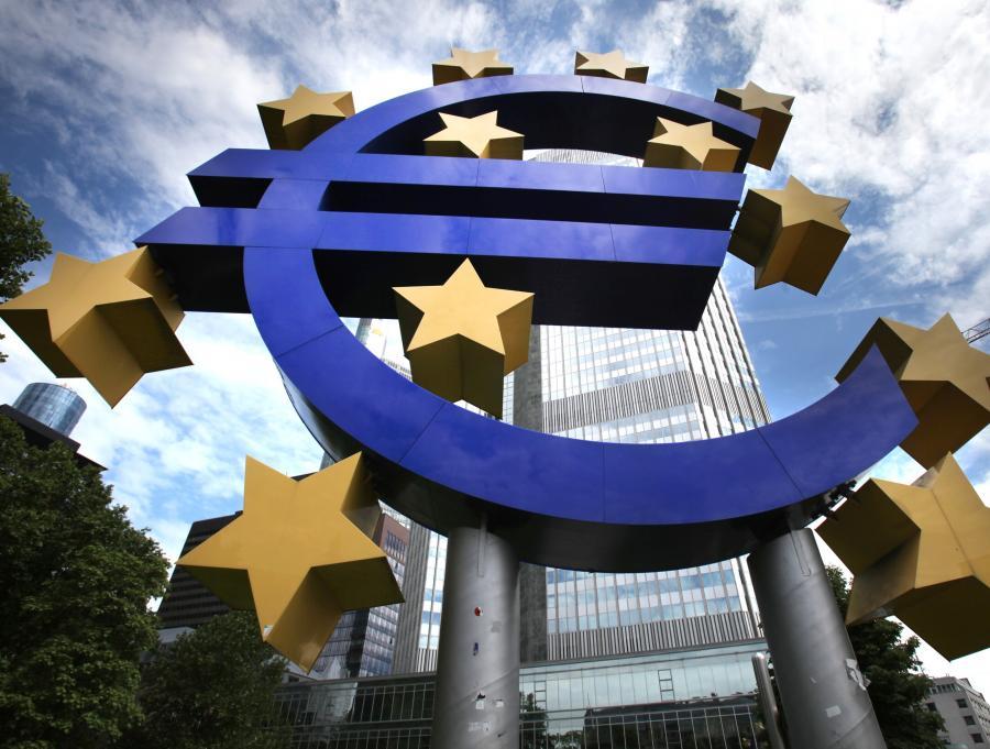 Zdaniem Junckera i Tremontiego jeszcze w tym miesiącu mogłaby zostać utworzona Europejska Agencja ds. Zadłużenia.