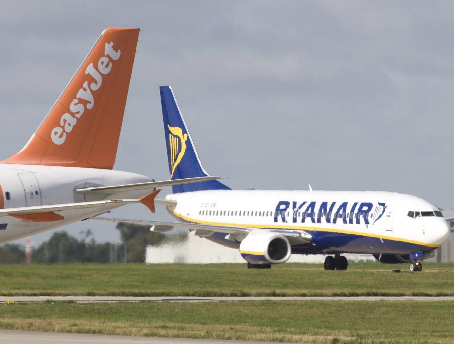 Ryanair  chciałby rywalizować z brytyjskim Easy Jetem, drugimi co do wielkości tanim przewoźnikien, który obsługuje większość dużych lotnisk.