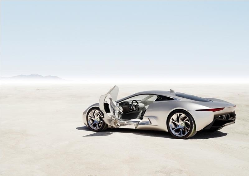 Jaguar C-X75 DRIVE CONCEPT z otwartymi drzwiami