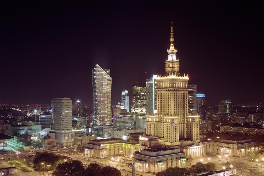 Złota 44 - widok z hotelu Forum w nocy - fot. materiały prasowe Orco Property Group