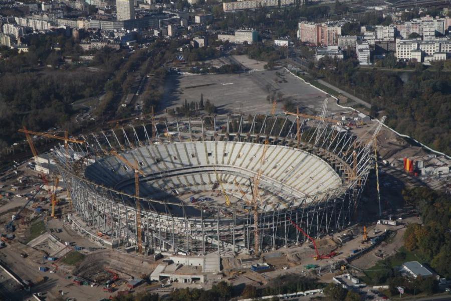 Stadion Narodowy w Warszawie z lotu ptaka po ukończeniu instalacji konstrukcji stalowej bryły. Fot. materiały prasowe NCS