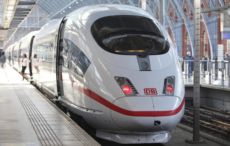 Intercity Express 3 marki Siemens należący do Deutsche Bahn AG podczas postoju w Londynie (2).
