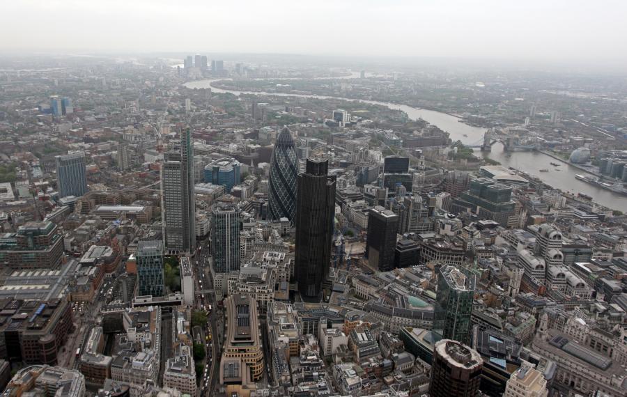 Blisko pół miliona Brytyjczyków nie zdołałoby spłacić długu zaciągniętego pod zastaw nieruchomości w przypadku jej sprzedaży - wynika z kwartalnego przeglądu Banku Anglii.