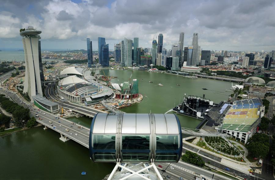 Giełdy w Azji pod wpływem decyzji banku centralnego Chin. Na zdjęciu panorama Singapuru.