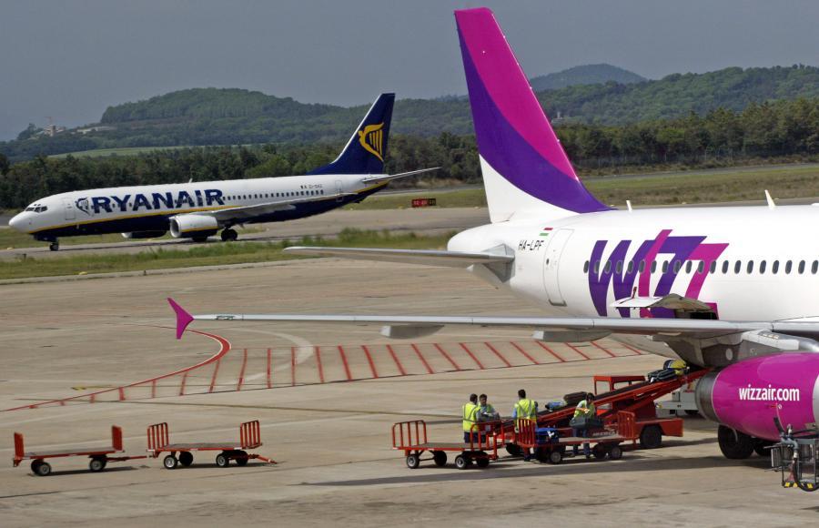 Rozpoczęły się starania o polskich pasażerów w przyszłorocznym sezonie. Węgierska linia WizzAir zapowiedziała uruchomienie pięciu nowych tras. Wkrótce do licytacji włączą się Ryanair i LOT