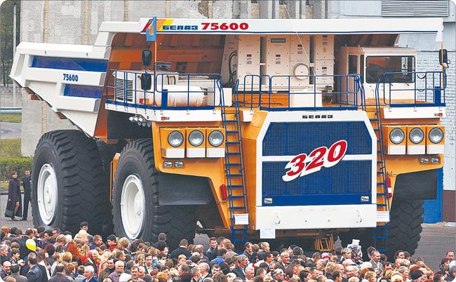 Mińsk to nie tylko przemysł, choć wielkie ciężarówki z mińskich zakładów dawno podbiły rynki. Teraz Białoruś stawia na rozwój nowoczesnych technologii, bo marzy się jej powtórzenie sukcesu Finlandii Fot. ITAR-TASS/Forum