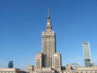 Tegoroczny budżet Warszawy, uchwalony w połowie grudnia przez radnych, zakłada dochody na poziomie 10,3 mld zł oraz wydatki w wysokości 12,6 mld zł