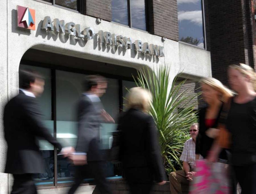 Sektor bankowy w Irlandii jest bliski załamania. Grozi mu odcięcie od źródeł finansowania i utrzymywany jest dzięki funduszom irlandzkiego banku centralnego i Europejskiego Banku Centralnego - ocenił w czwartek portal eurointelligence.