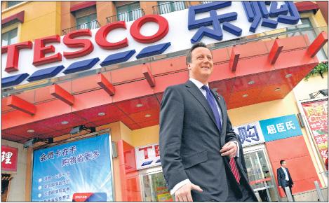 David Cameron pobyt w Pekine zaczął od odwiedzenia Tesco Fot. PAP/EPA