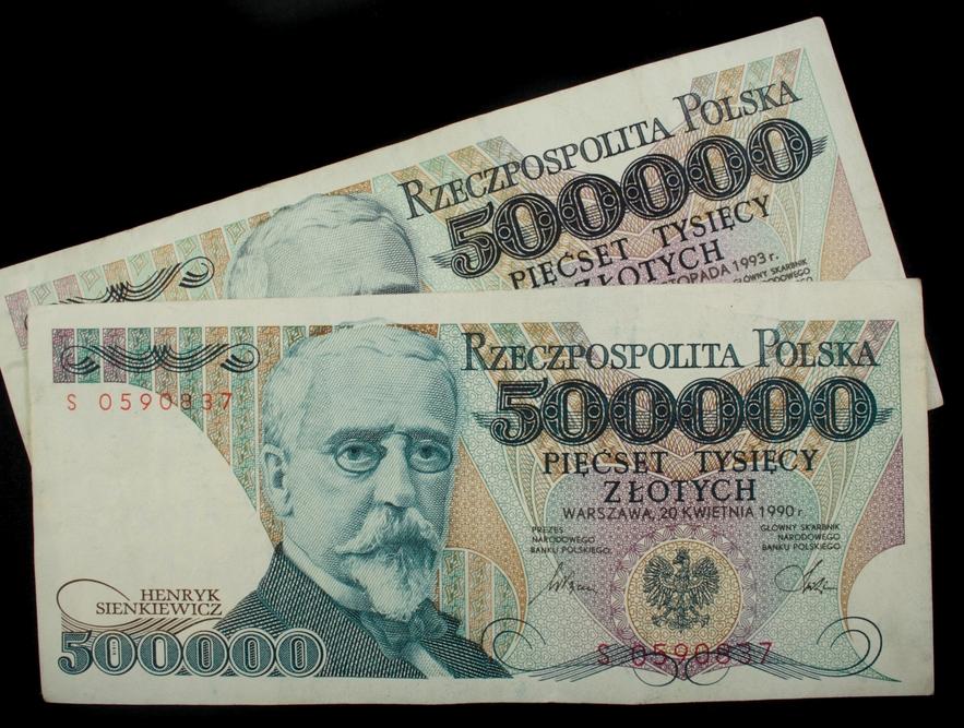 Tylko do końca roku można wymienić w NBP pieniądze wyemitowane przed 1995 r. Według banku centralnego w polskich domach zalega jeszcze 8,3 mld starych banknotów i monet. Fot. Shutterstock