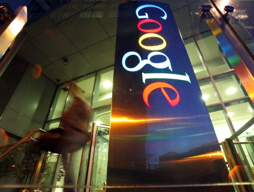 Nie kolekcjonujemy informacji o konkretnych osobach, tylko poszukujemy zbiorowej mądrości internautów. Ta wiedza niesie dla Google'a konkretną wartość. Możemy na jej podstawie przewidywać przyszłe wybory i potrzeby internautów - mówi Mohammad Gwadat dyrektor zarządzający z Google'a.