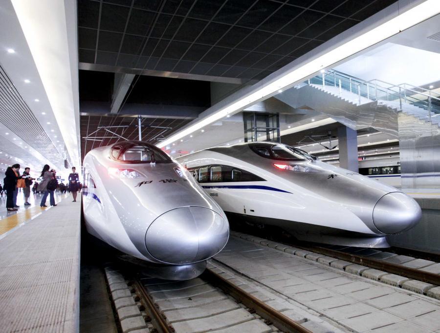 W środę w Warszawie chiński wiceminister ds. kolei He Huawu powiedział, że jego kraj chce współpracować przy budowie kolei dużych prędkości w Polsce. Tymczasem w czwartek amerykański Wall Street Journal pisze, jak Chiny kopiują swoje pociągi od zachodnich firm.