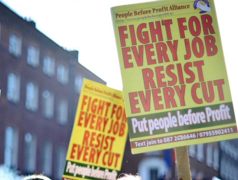 Protesty przeciw cięciom oszczędnościowym w Irlandii